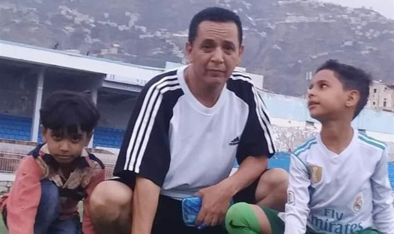 قذائف الحوثيين في تعز تقتل الكابتن ناصر الريمي ونجله بملعب الأهلي