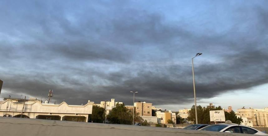 """انفجار في ناقلة نفط بميناء جدة السعودية استُهدفت من """"مصدر خارجي"""""""