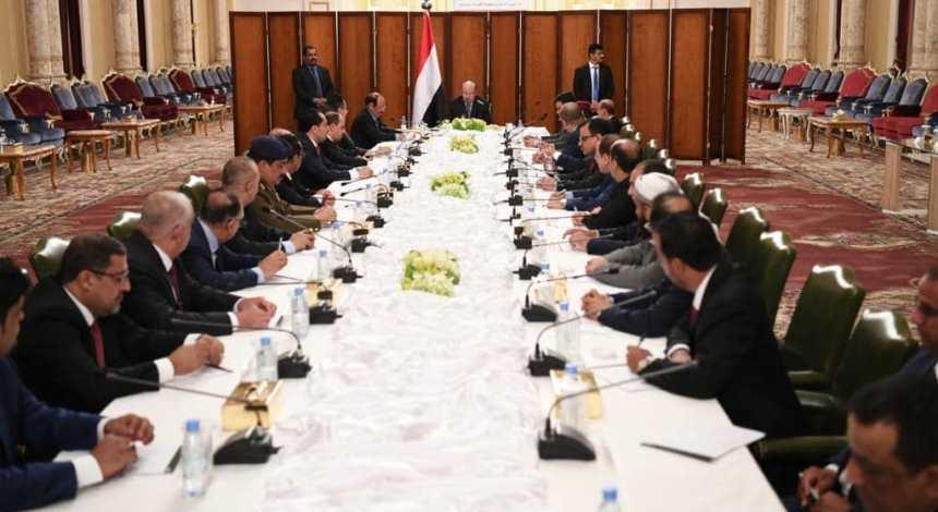 توجيهات هامة للرئيس هادي للحكومة: أول اجتماع في عدن وهذه الأولويات