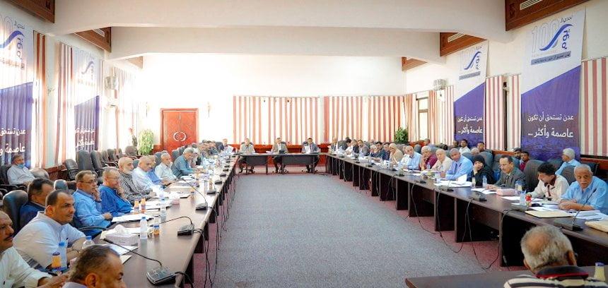 لملس يوجّه مدراء المكاتب التنفيذية في عدن بتهيئة الأجواء لعودة الحكومة