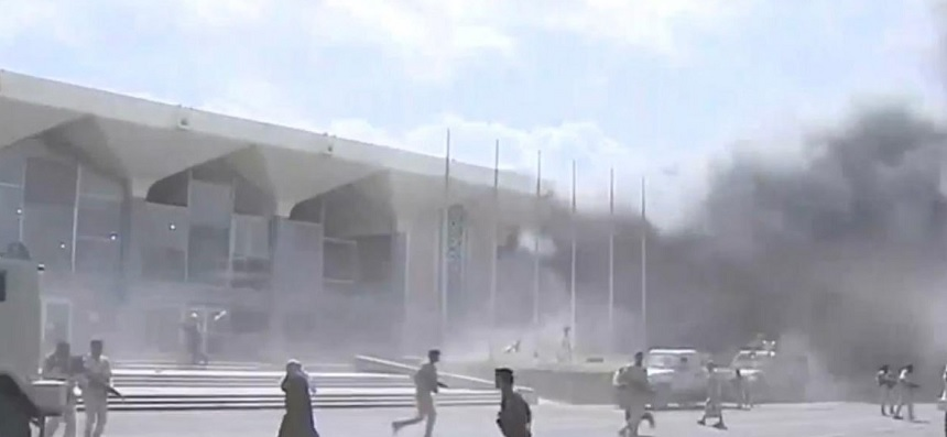 انفجارات في مطار عدن جنوبي اليمن لحظة وصول الحكومة