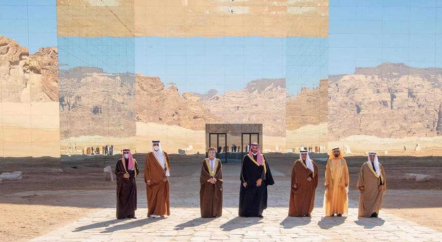 مدينة العلا السعودية وقاعة مرايا الفريدة في سطور