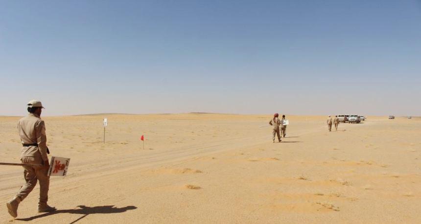 تطهير حقول ألغام زرعها الحوثيون في طرقات الجوف