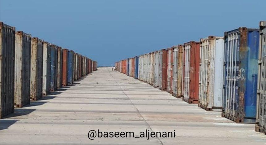صورة – حاويات منتهية الصلاحية تتبع برنامج الأغذية العالمي في الحديدة