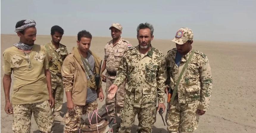 بالفيديو: القوات المشتركة تتخلص من لغم بحري زرعه الحوثيون