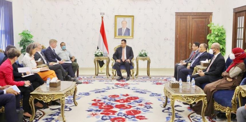رئيس الحكومة معين عبدالملك يلتقي سفراء الاتحاد الأوروبي في اليمن