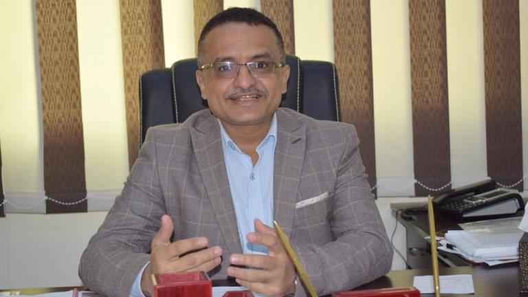 رئيس الوحدة التنفيذية: نحو 4 ملايين نازح في اليمن والدعم لا يتلاءم