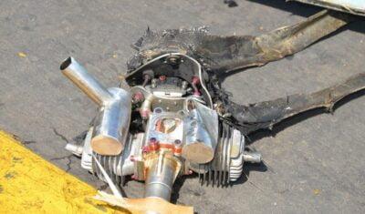 بقايا طائرة مسيرة بدون طيار استهدفت بها مليشيات الحوثيين مطار أبها في السعودية