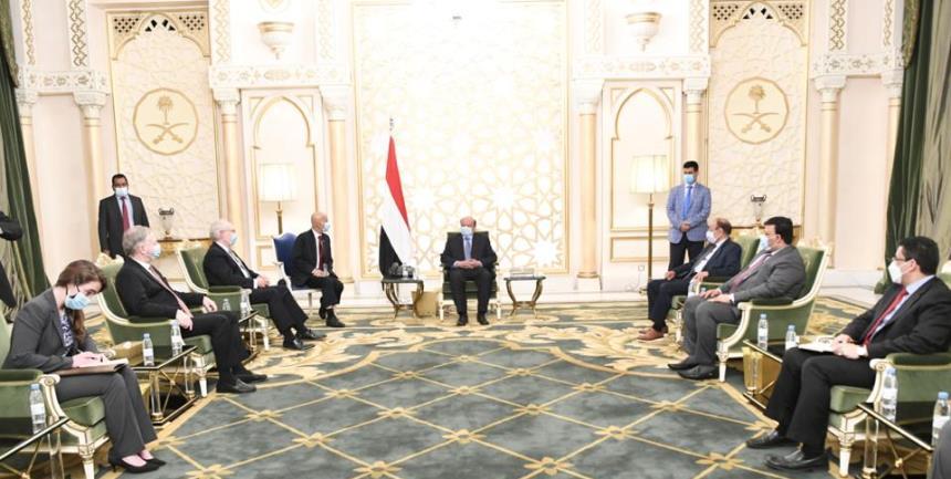 الرئيس هادي للمبعوث الأمريكي: مليشيات الحوثي لم تلتزم باتفاق ستوكهولم