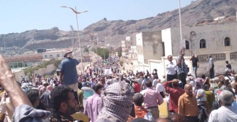 احتجاجات في عدن تصل قصر المعاشيق وتنتهي بسلام