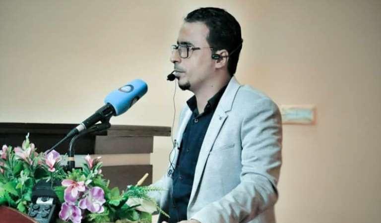 فعاليات يوم الشعر العالمي: جامعة عدن تحتفي بالشاعر أسامة المحوري