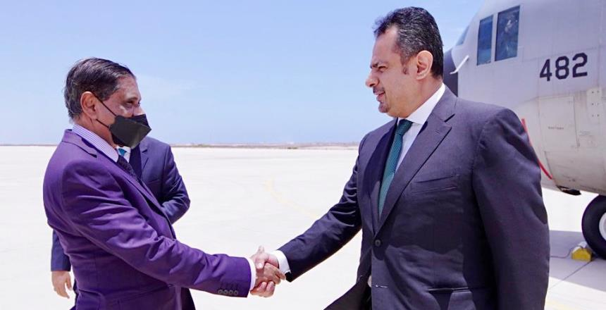 معين عبدالملك في المكلا: عازمون على القيام بواجباتنا رغم التحديات