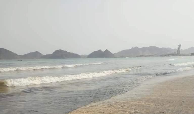 موانئ عدن بعد غرق سفينة: جهود متواصلة لإزاحة البواخر المتهالكة