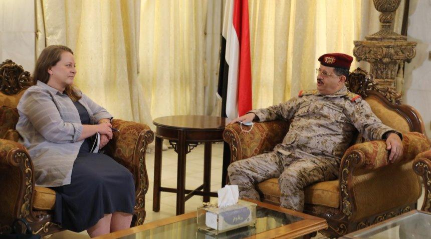 سفيرة الولايات المتحدة تلتقي المقدشي وتعزي بضحايا هجوم العند